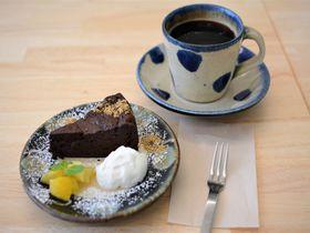 やちむんで味わうアートな沖縄食材「ミュージアムカフェ カメカメキッチン」
