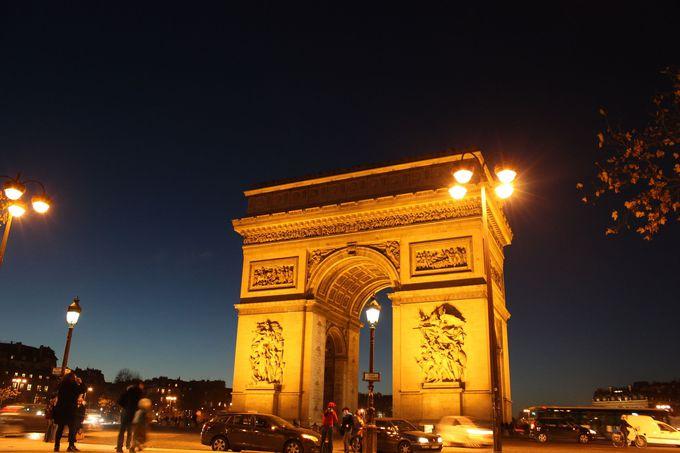 パリのシンボル「エトワール凱旋門」