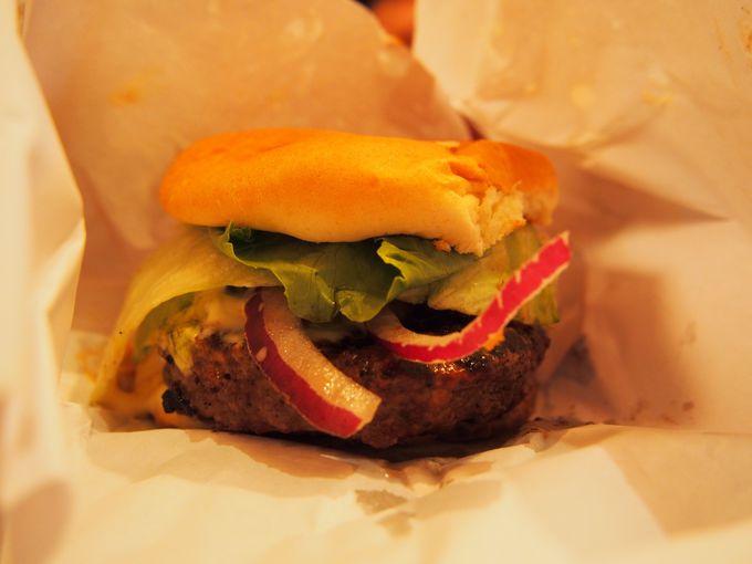 隠れ家なのに行列のハンバーガーショップ、burger joint