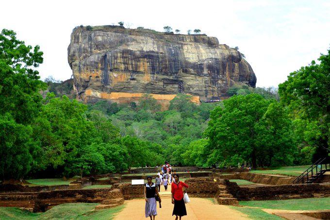 絶景の岩山「シギリヤロック」