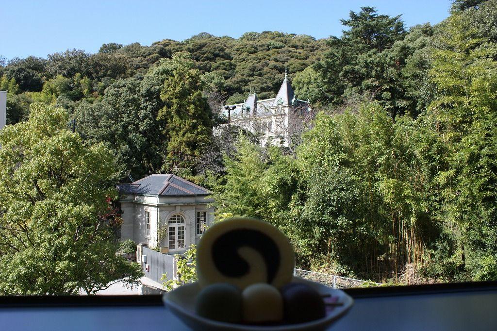 松山城の山麓、大正ロマン漂う洋館で当時に思いを馳せてみる。