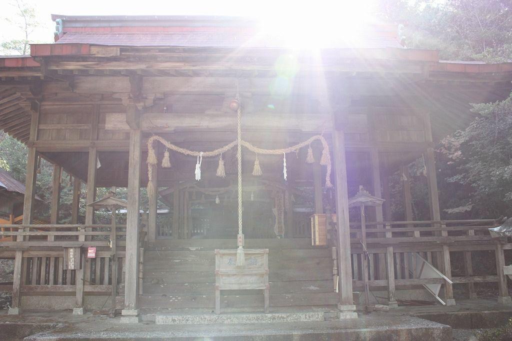 """急斜面に建てられた""""懸け造り""""の参籠殿。世界危機遺産「伊予大洲・少彦名神社」"""