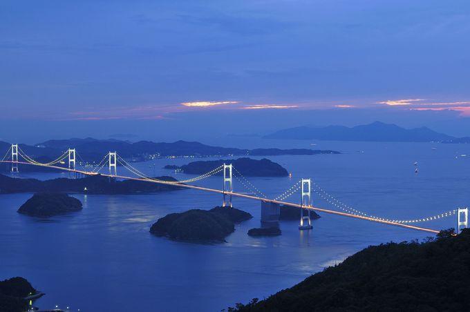 亀老山展望公園から見下ろす来島海峡大橋。