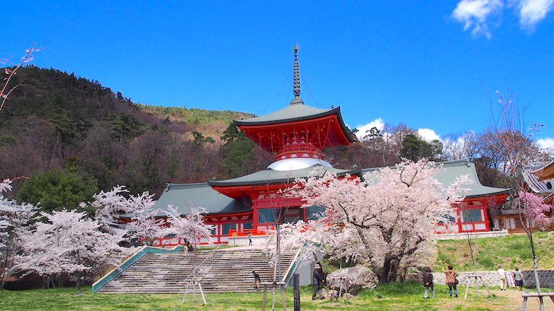 善光寺雲上殿は昭和24年に建立された善光寺の納骨堂