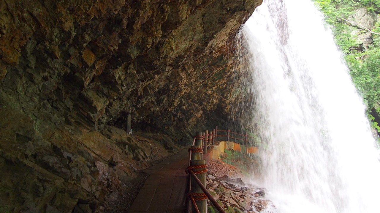 【北信】高山村の雷滝は迫力が違う!水しぶきでマイナス5℃体験