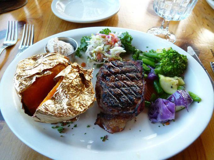 これが本場だ!!本物のカウボーイが料理するボリュームたっぷり絶品ステーキを食する!