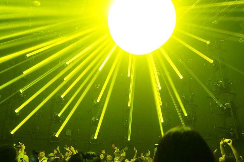 超幻想空間!「渋谷ヒカリエ」がまるでジャングル!?光と音に包まれる参加投入型アートを