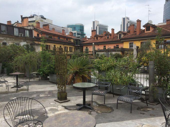 屋上のオープンテラスから見るミラノの景色