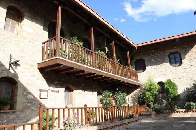 ガーデンが美しい「アギオス・ステファノス修道院」