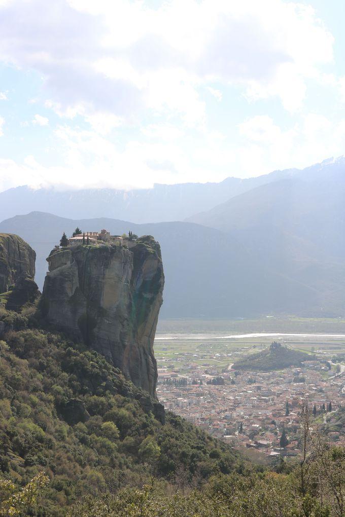 すごいところに建っている!修道院の場所を改めて実感しよう