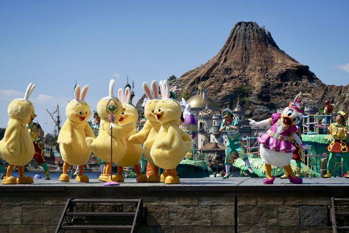 船に乗って、ディズニーの仲間たちが登場!
