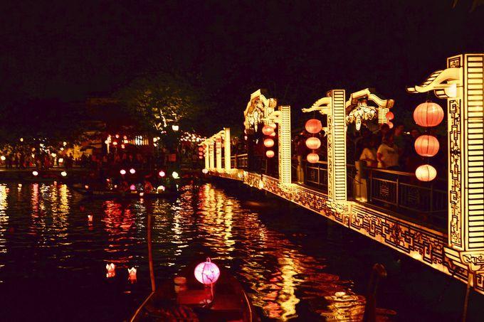 1.古都ホイアンで灯篭流しを体験!