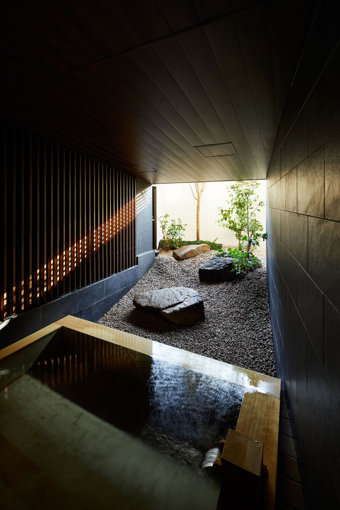 箱根から運んだ天然温泉でゆったり