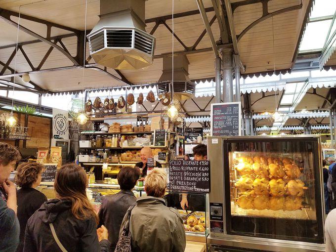 名物パスタ、トルテリーニ!市場内は、お惣菜も充実