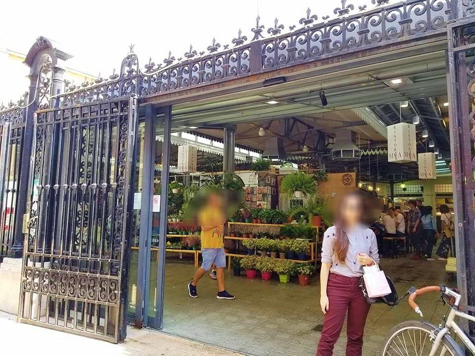 食の宝庫、アルビネッリ市場は朝から大賑わい!