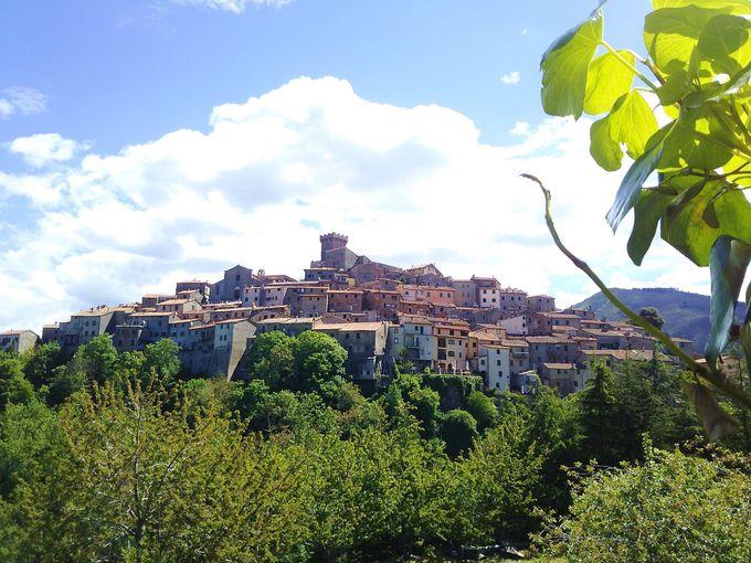 丘の上の小さな「サトゥルニア」の村へ