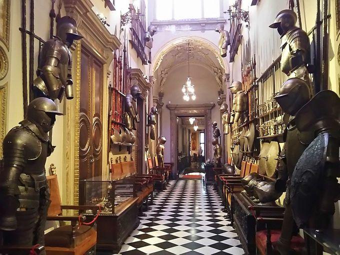 華麗なる中世の武装具が一堂に