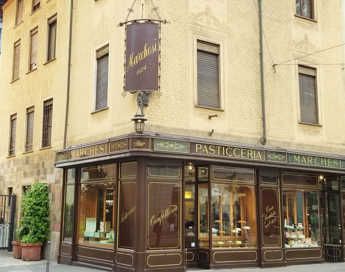 200年の歴史的老舗「マルケージ」色鮮やかなお菓子が魅力!