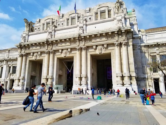8時半頃:まるで美術館「ミラノ中央駅」は、あの映画のロケ地