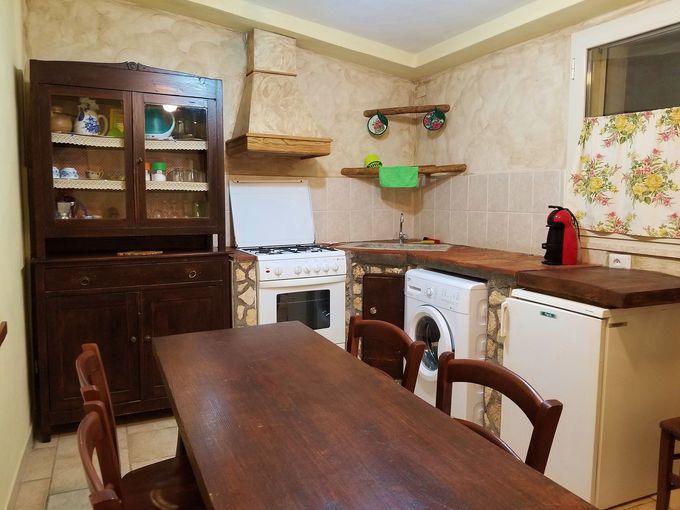 100年物イタリア製家具とキッチン付き戸建てタイプ