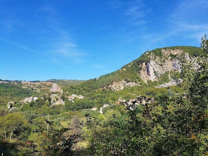 トスカーナ州マレンマ地方の小さな町「ロッカルベーニャ」