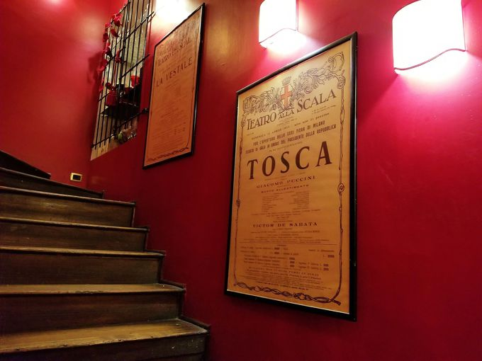 劇場のような店内を探検