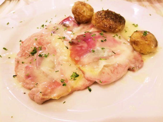 メインは伝統料理「サルティン・ボッカ」