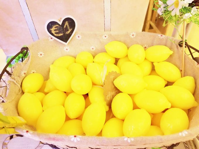 お店で人気の爽やかレモン商品3選