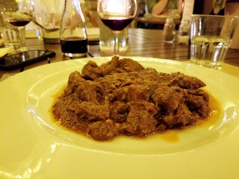 イノシシ料理は伊トスカーナ南部の隠れ家で「ダ・ノイ・ア・カナ」