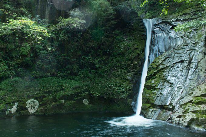 布から生まれたしなやかな流れ「布曳滝」