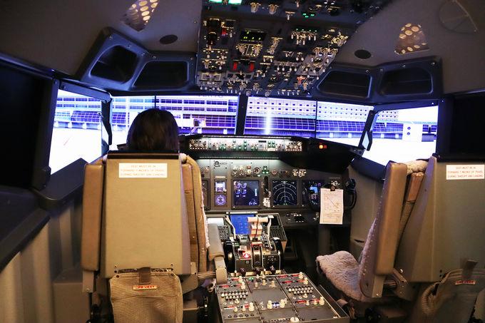 本格的な操縦体験をホテルで満喫!