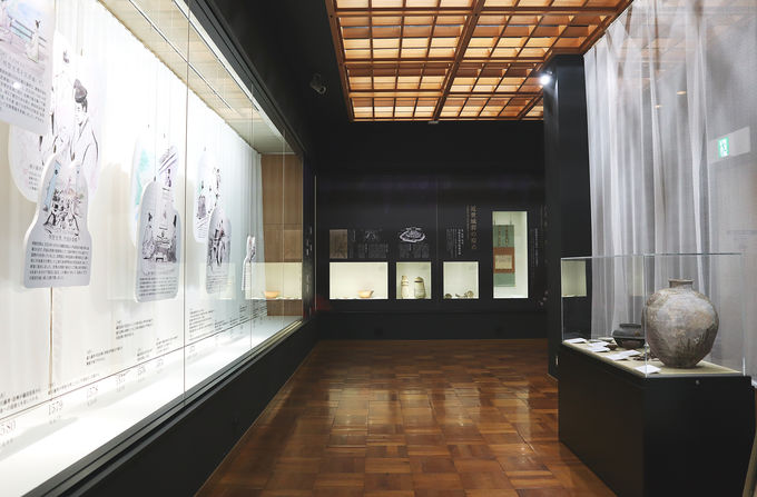 勝竜寺城公園内展示室では「麒麟がくる」関連のパネル展示が