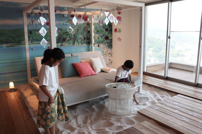 熱海の海を一望する絶景のビーチカフェ