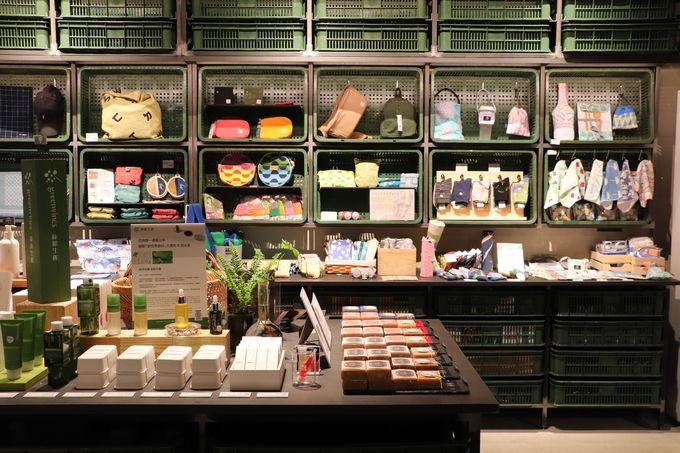 二階には台湾コスメ・雑貨が並ぶ