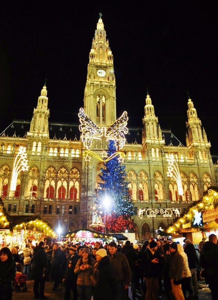外せないのはここ!ウィーン市庁舎前広場でのクリスマスマーケット