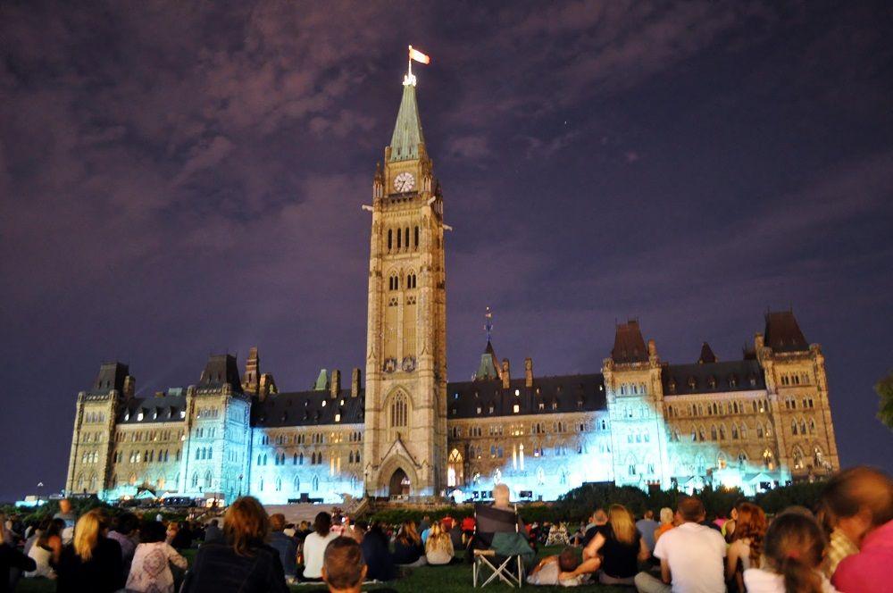夏休みはカナダの歴史をテーマにしたライトショー