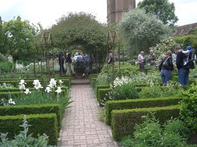 ガーデンファン憧れの聖地、イギリス「シシングハーストキャッスルガーデン」