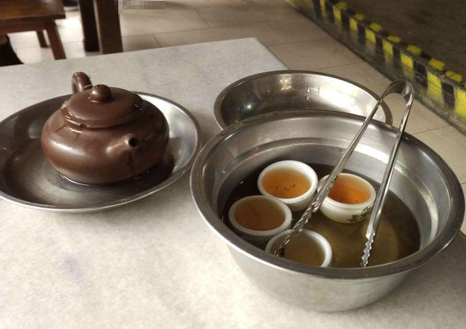 バクテーは「肉骨茶」の文字通りに「茶」が重要!