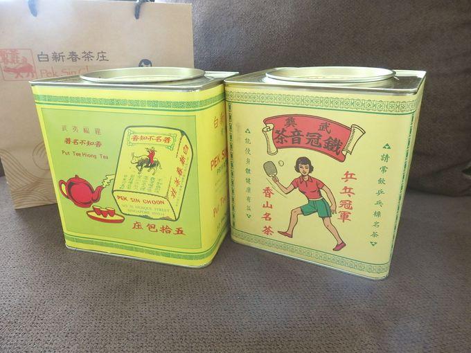 レトロな絵柄のお茶も人気