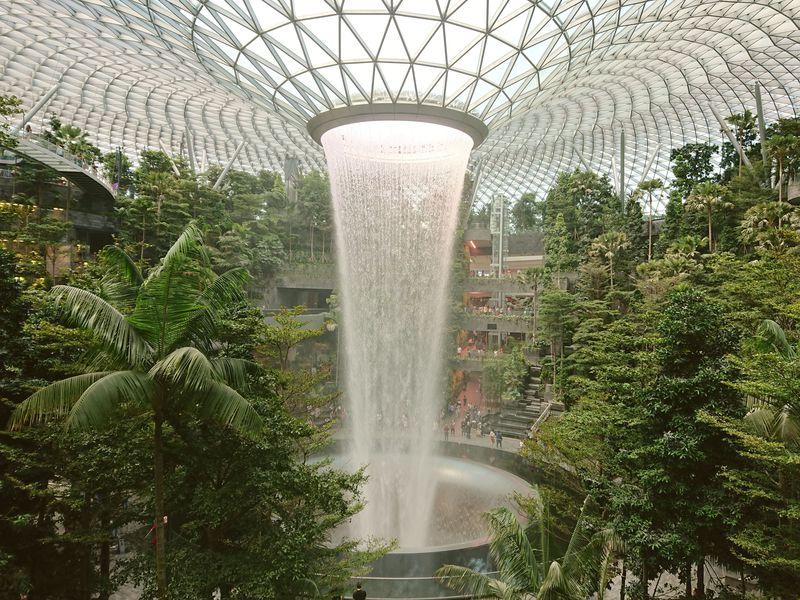 新施設「ジュエル(Jewel)」でシンガポールチャンギ空港が充実!