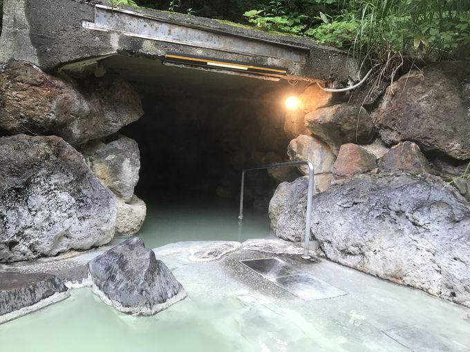 これぞ温泉!ミルキーグリーンの源泉掛け流し風呂