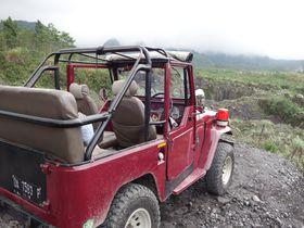 ジョグジャカルタのムラピ山、大興奮のジープツアーで噴火跡をめぐる