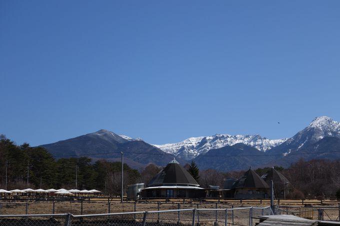 天空、そして清涼な空気に包まれる高原の施設