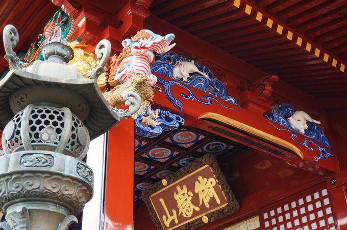 カラフルな武蔵御岳神社