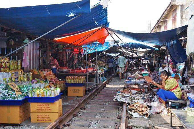 生鮮食品など日常生活にも根差した市場「メークロン・マーケット」
