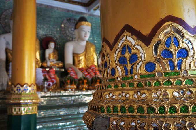仏塔内部にも見所がいっぱい!