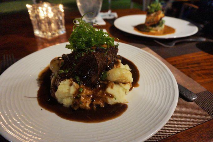 ディナー:ハワイ料理や現代的な創作料理
