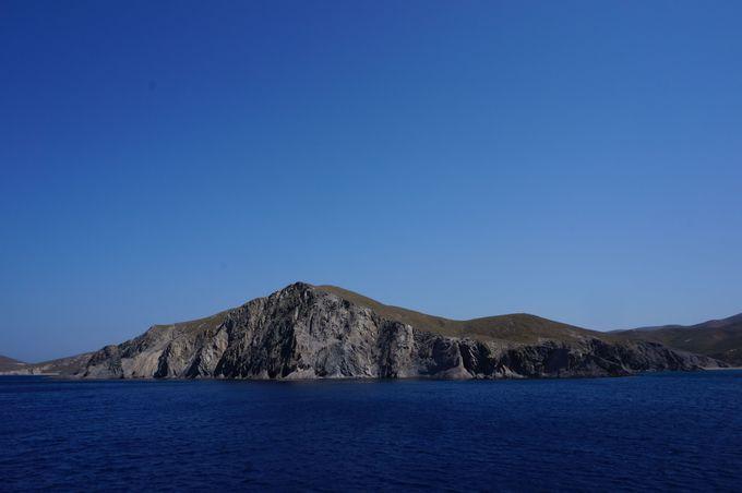 岩壁が印象的な島「プサラ」