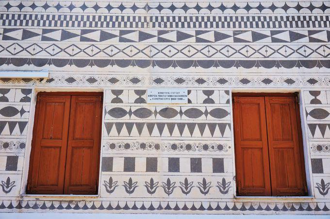 幾何学模様が特徴の村「ピルギ」