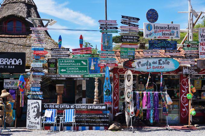 サーファーやアーティストに人気のビーチ「ラ・バッラ」